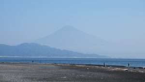 Vue sur le mont Fuji depuis la plage de Miho no Matsubara